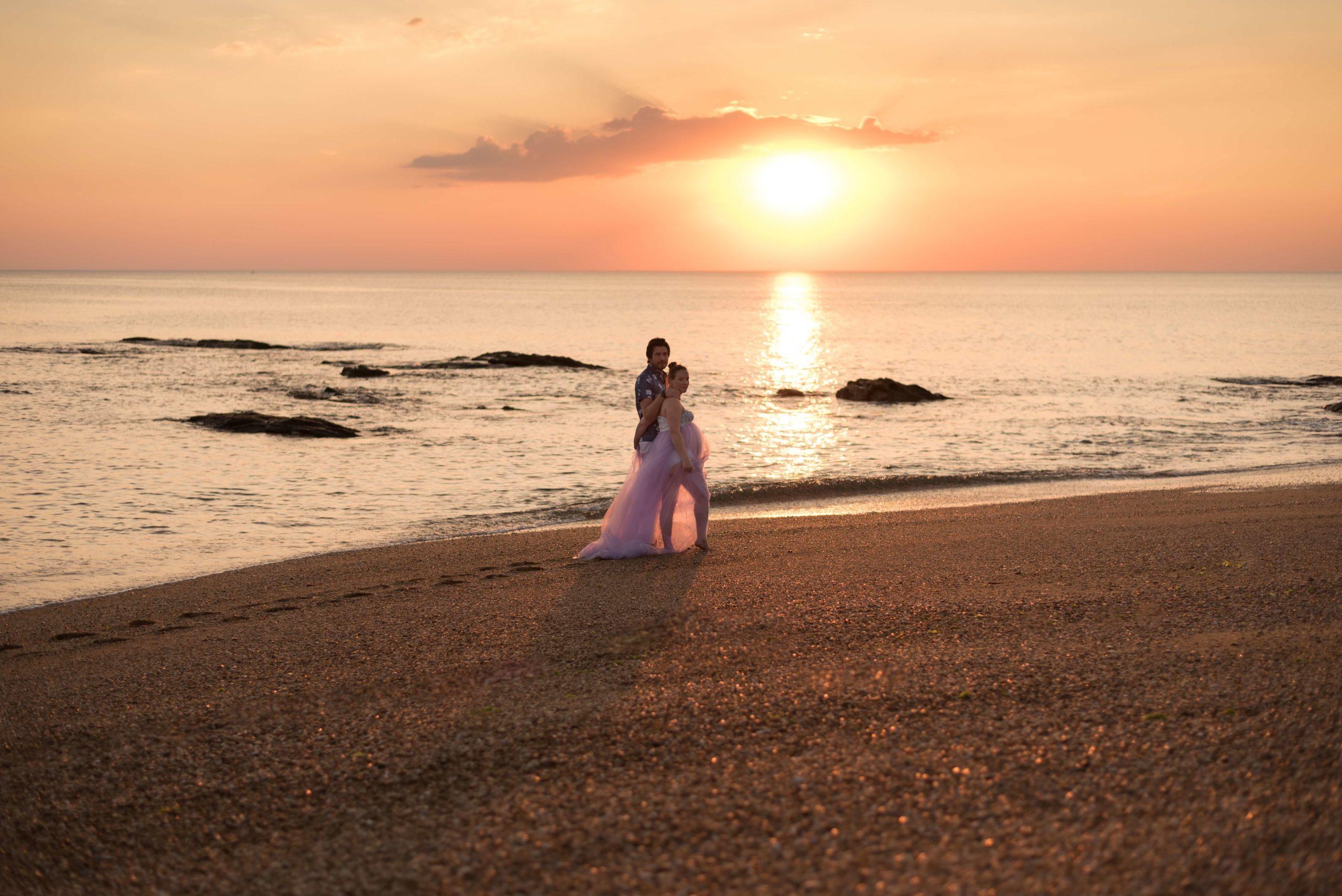 Séance grossesse en extérieur bord de plage les Sables d'Olonne Vendée