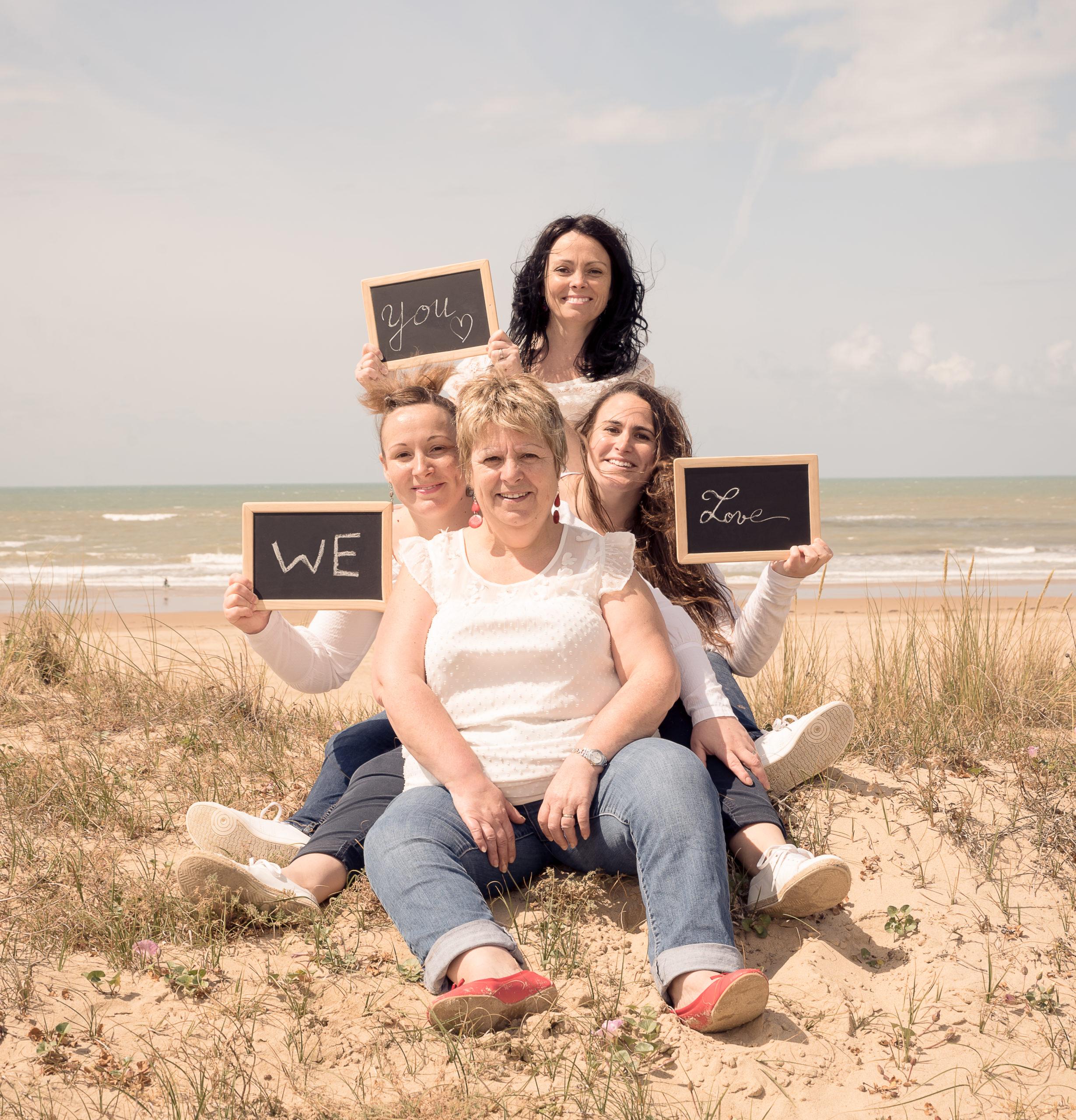 séance photo famille à la plage du Veillon en Vendée par Sophie Rouzineau photographe de famille