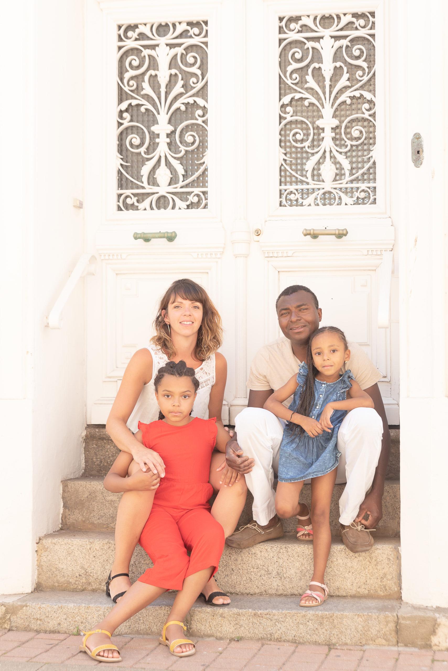 Séance photo famille aux Sables d'olonne par Sophie Rouzineau photographe