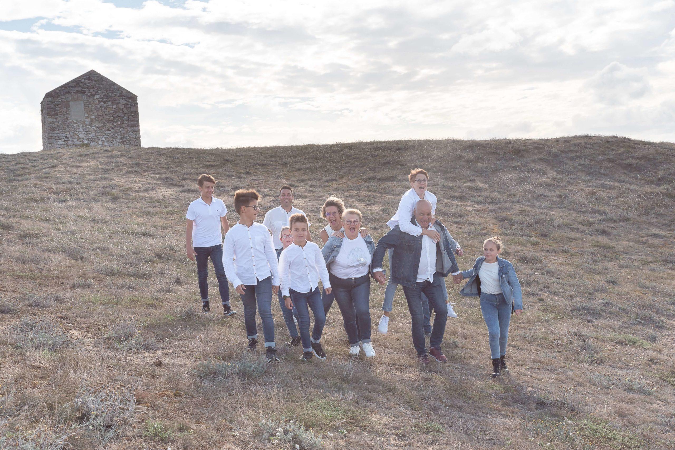 Séance photo de famille aux Sables d'Olonne avec Sophie Rouzineau photographe en Vendée